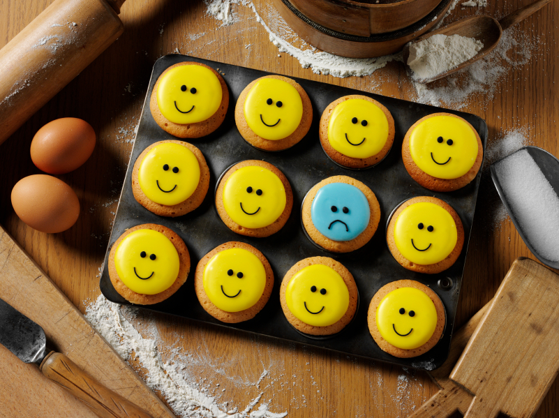 facebook-negative-feedback-mobloggy-report-smiley-and-sad-cupcakes